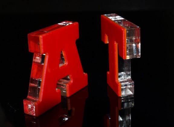 A und T rot geklebt gelasert